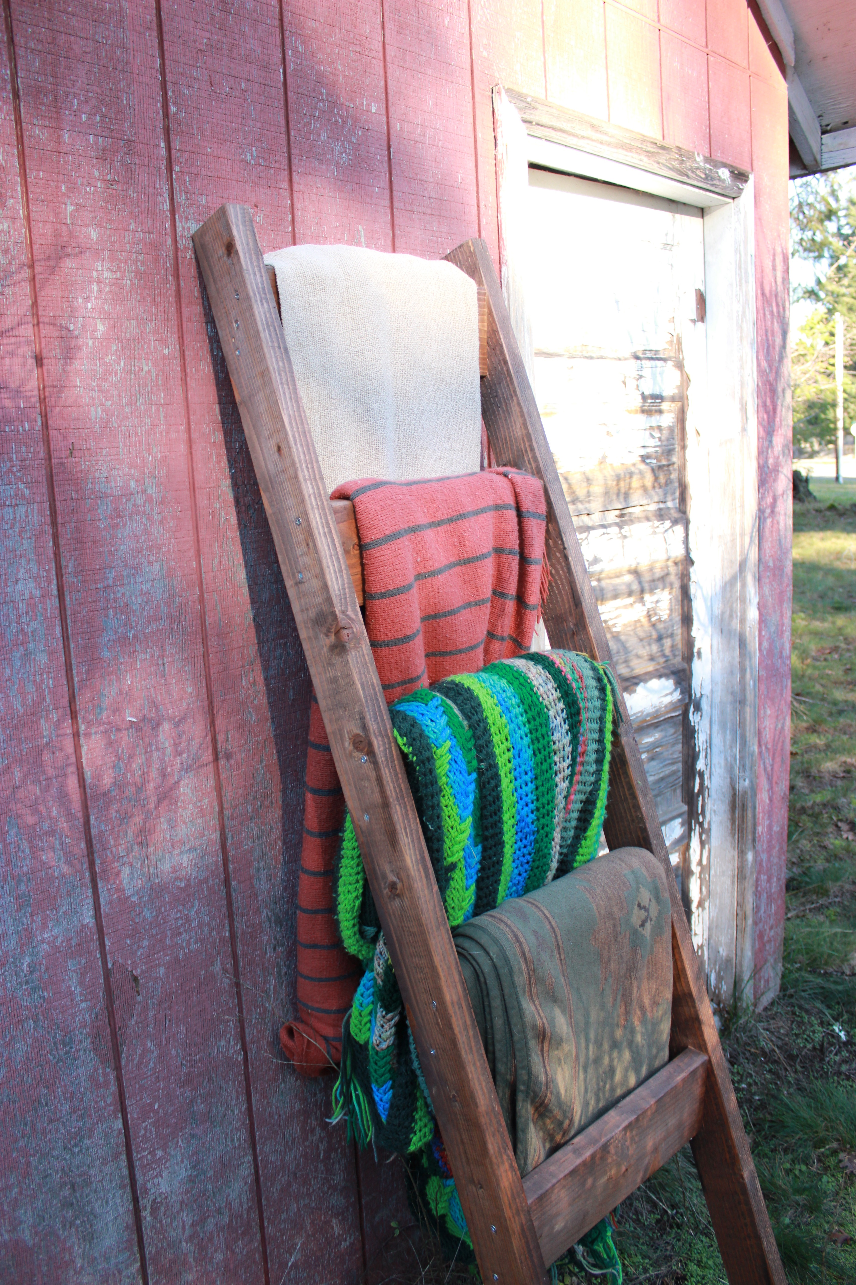 Functionally Classified Barn : Blanket ladder pine main